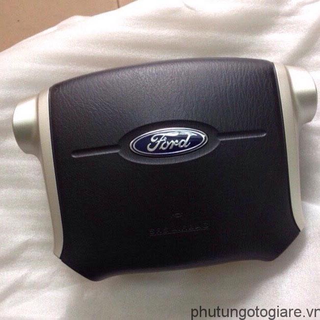 Túi khí vô lăng Ford Everest (2007-2014)