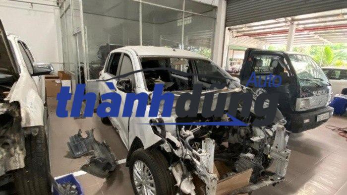 xe suzuki ertiga bị tai nạn