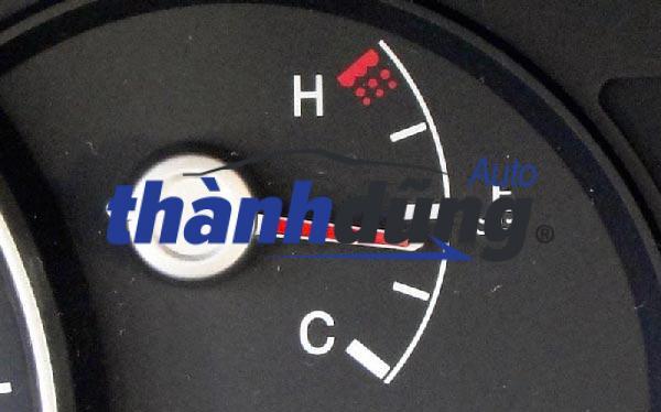Chủ xe cần dừng xe và tìm cách xử lý kịp thời khi phát hiện két nước có vấn đề